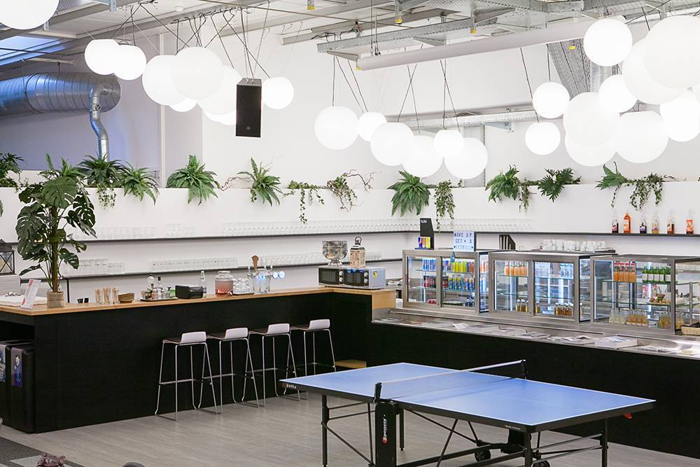 cafeteria-ping-pong-area-gotham-lausanne-gare-coworking-espace-evenement-suisse-community-services-book-now-web
